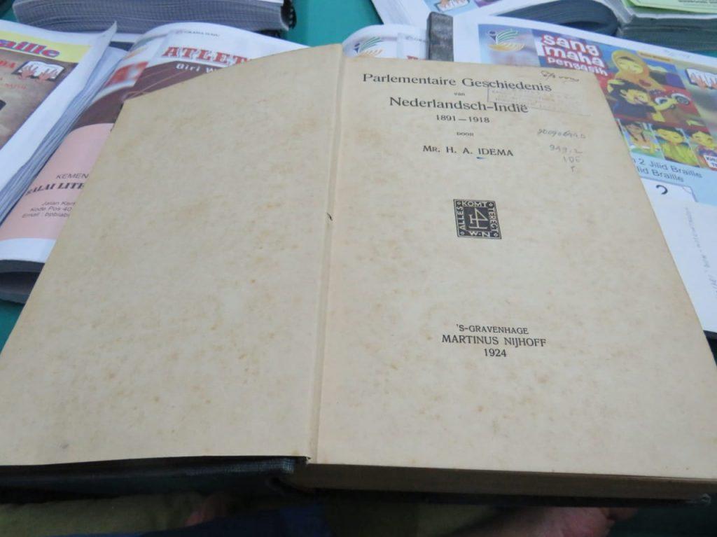Buku berbahasa Belanda terbitan 1924